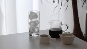冰冻咖啡用牛奶和巧克力糖浆 库存照片