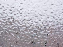 冰和下落在窗口 免版税库存图片