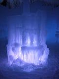 冰和光夜间雕塑  免版税库存图片