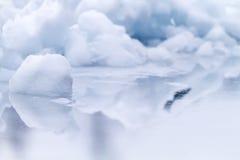 冰和反射 免版税库存照片