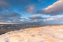 冰和雪在休伦湖海岸线在12月 库存照片