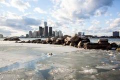 冰和雪在温莎底特律国际性组织河边区 免版税库存照片