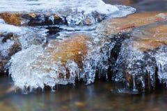 冰在岩石,国家公园高Tatras,斯洛伐克 库存图片