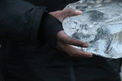 冰在手上 图库摄影