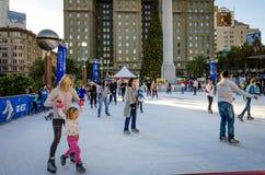滑冰在联合广场在旧金山 图库摄影