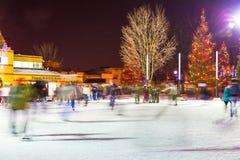 滑冰在维多利亚公园街市伦敦 库存图片