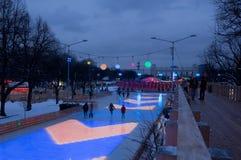 滑冰场在晚上 图库摄影