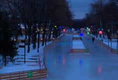 滑冰场在莫斯科公园 免版税图库摄影