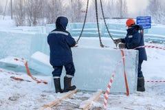 冰块的准备创造新的Y的兵马俑的 免版税库存图片
