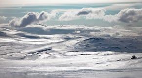 冰外壳在太阳下某处在挪威高地 库存图片