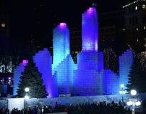 冰宫殿在晚上 免版税库存图片
