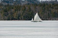 冰小船 图库摄影