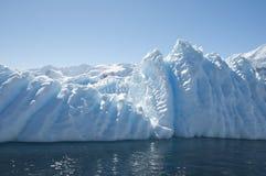 冰山在南极海洋 免版税库存图片