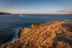 冰山在离纽芬兰与拉布拉多的附近海岸  库存图片