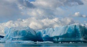 冰山在水,冰川佩里托莫雷诺中 阿根廷 免版税图库摄影