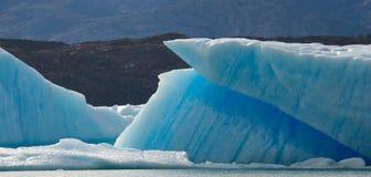 冰山在水,冰川佩里托莫雷诺中 阿根廷 图库摄影