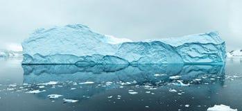 冰山在Antartica 免版税库存图片