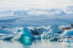 冰山风景看法在冰川盐水湖,冰岛 免版税库存照片
