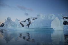 冰山(南极洲)的反射 库存照片