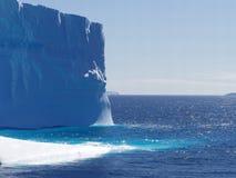 冰山v 库存图片