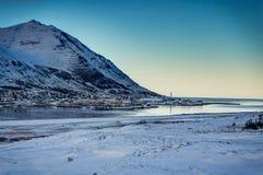 冰岛冬天与蓝天和阳光冷的fr的风景视图 免版税库存图片