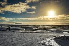 冰岛圣诞节风景山阳光水结冰的refl 库存图片