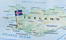 冰岛地图旗子别针 库存图片