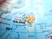 冰岛焦点宏观射击国家在地球地图的旅行博克、社会媒介、网站横幅和背景的 免版税库存图片