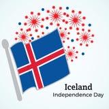 冰岛美国独立日贺卡 在backgro的旗子 免版税库存照片