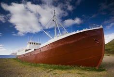 冰岛老小船 库存图片