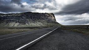 冰岛自然-路在冰岛的南部的第一 库存图片