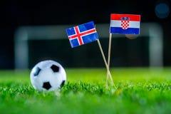 冰岛-克罗地亚,小组D,星期二,26 世界杯6月,橄榄球,俄罗斯2018年,在绿草,白色橄榄球bal的国旗 库存照片
