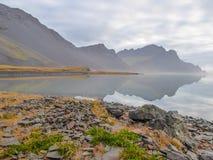 冰岛-反射在海湾 免版税库存照片