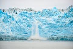 冰川产犊-自然现象 免版税库存图片