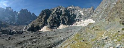 冰川努瓦尔在Ecrins国家公园 免版税库存图片
