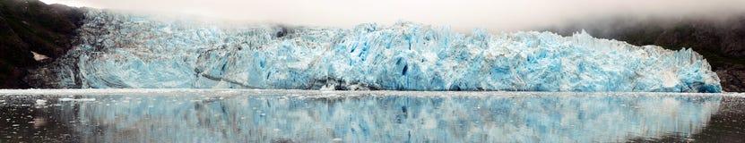 冰川反射的海运 免版税库存照片