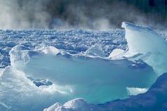 冰川和太阳在冬天 免版税库存照片