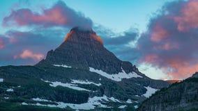 冰川国家公园与moonset的早晨云彩 股票视频