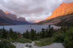 冰川国家公园日出 免版税库存照片