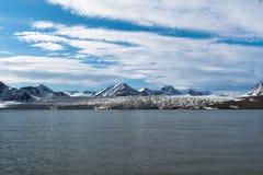 冰川在斯瓦尔巴特群岛-挪威的海岛83度北部,基本上北极 库存照片