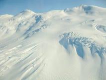 冰川在Wrangell -圣伊莱亚斯国家公园,阿拉斯加,看见从空气 库存照片