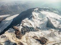 冰川在Wrangell -圣伊莱亚斯国家公园,阿拉斯加,看见从空气 免版税库存图片