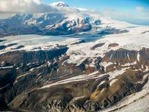 冰川在Wrangell -圣伊莱亚斯国家公园,阿拉斯加,看见从空气 免版税库存照片