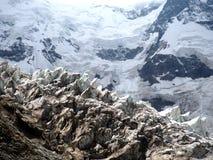 冰川小瀑布和Seracs在白种人山 免版税图库摄影