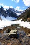 冰川岩石湖的山 免版税库存照片