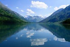 冰川湖山 免版税库存照片