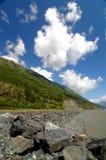冰川湖portage岩石 免版税图库摄影