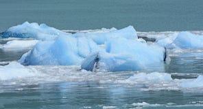 从冰川的底部的深冰 库存图片