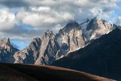 冰川的看法在山的 免版税库存照片