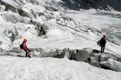 冰川的登山家 库存图片